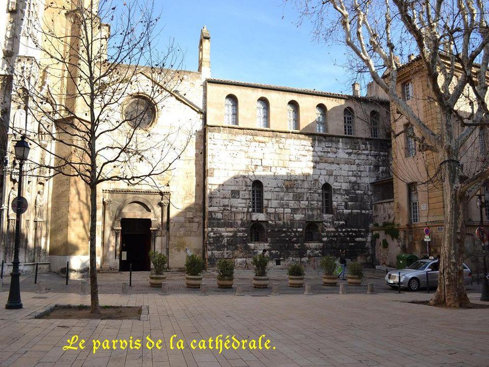 Le parvis de la cathédrale.