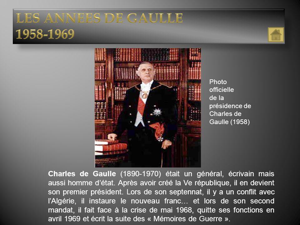 Charles de Gaulle (1890-1970) était un général, écrivain mais aussi homme détat. Après avoir créé la Ve république, il en devient son premier présiden