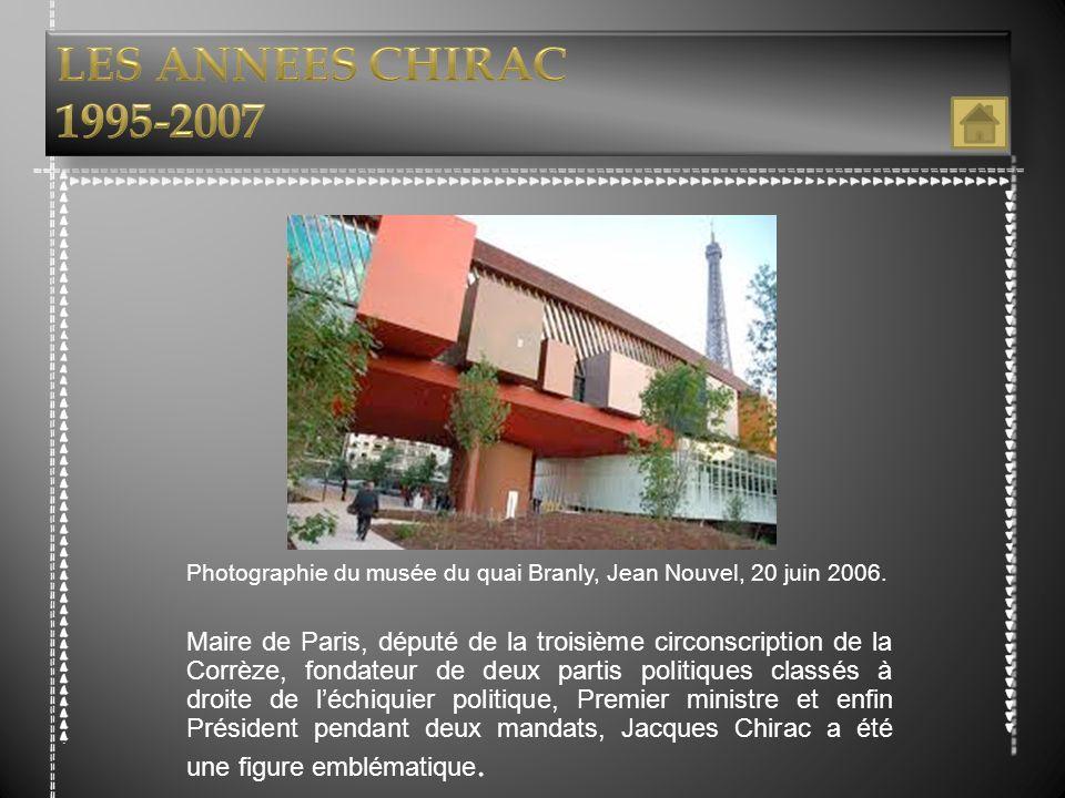 Photographie du musée du quai Branly, Jean Nouvel, 20 juin 2006. Maire de Paris, député de la troisième circonscription de la Corrèze, fondateur de de