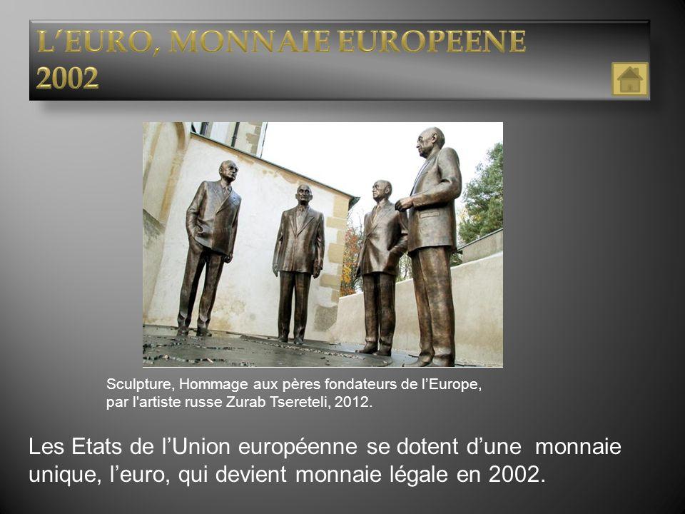 Sculpture, Hommage aux pères fondateurs de lEurope, par l'artiste russe Zurab Tsereteli, 2012. Nature: Timbre-post Titre de l'oeuvre: 36 têtes Auteur:
