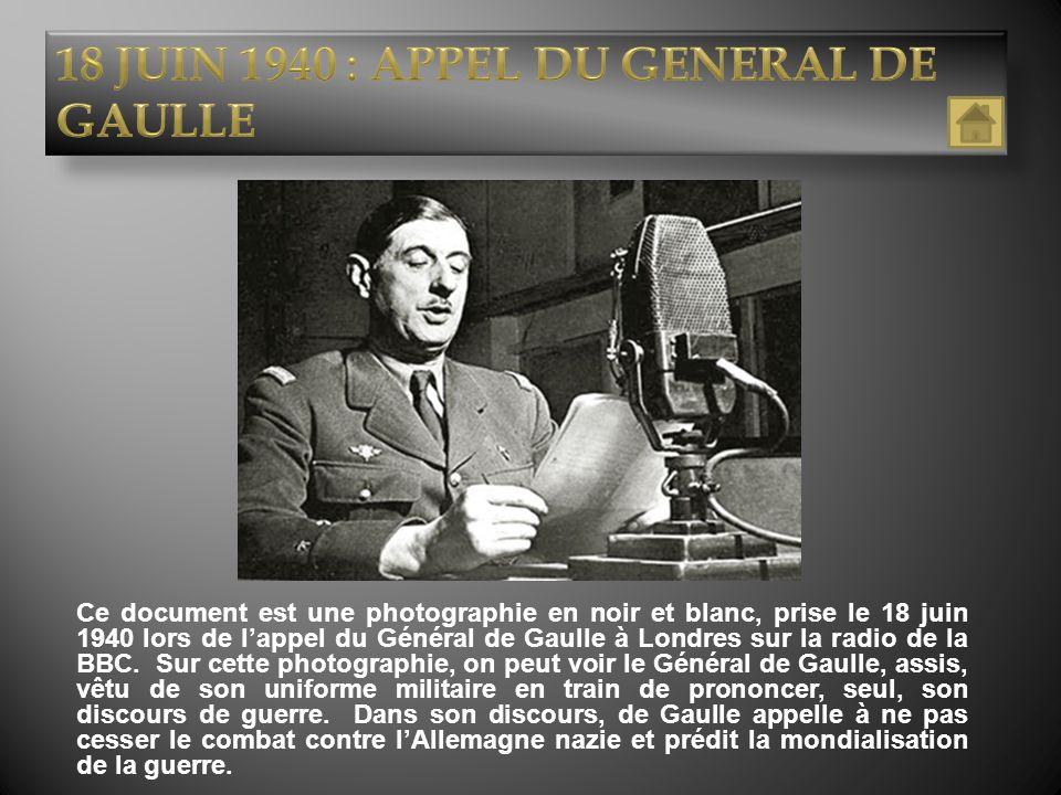 Ce document est une photographie en noir et blanc, prise le 18 juin 1940 lors de lappel du Général de Gaulle à Londres sur la radio de la BBC. Sur cet