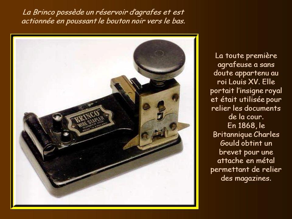 Le mètre à ruban à enroulement fut breveté en 1868 par lAméricain Alvin J. Fellows. Sil était alors en tissu, et non en métal, ce mètre rétractable ét