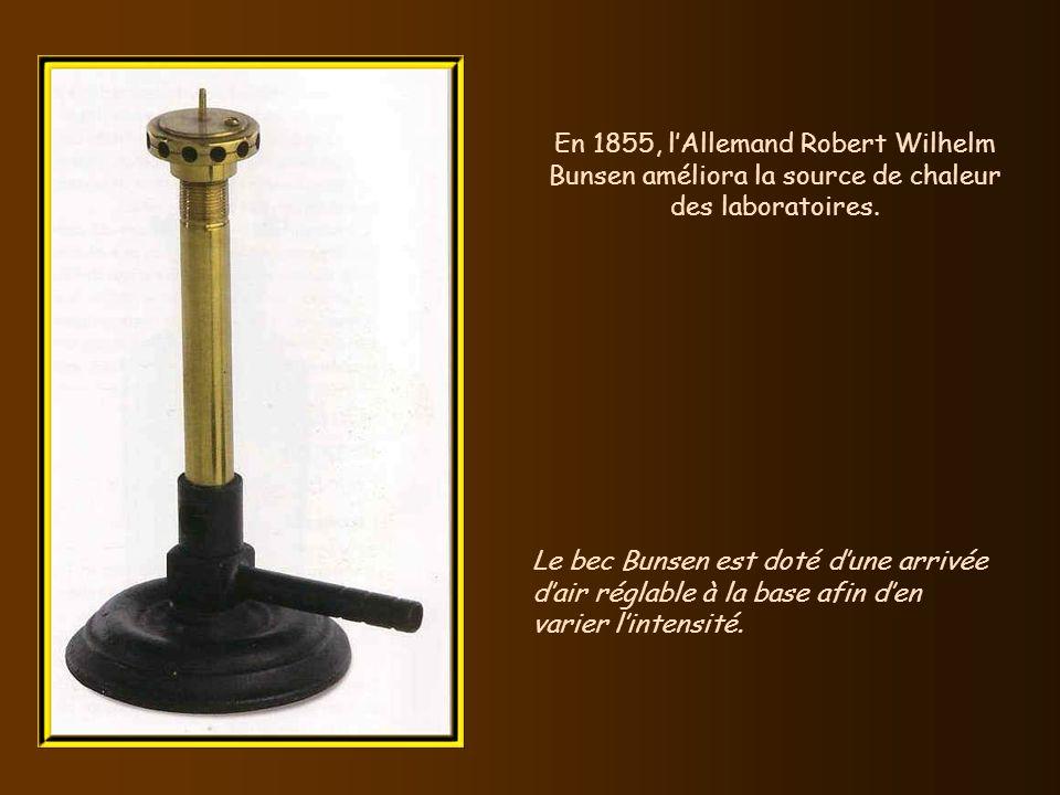 En 1853, la première seringue hypodermique utilisable, capable de pénétrer dans la peau sans quune incision préalable soit nécessaire, fut conçue simu
