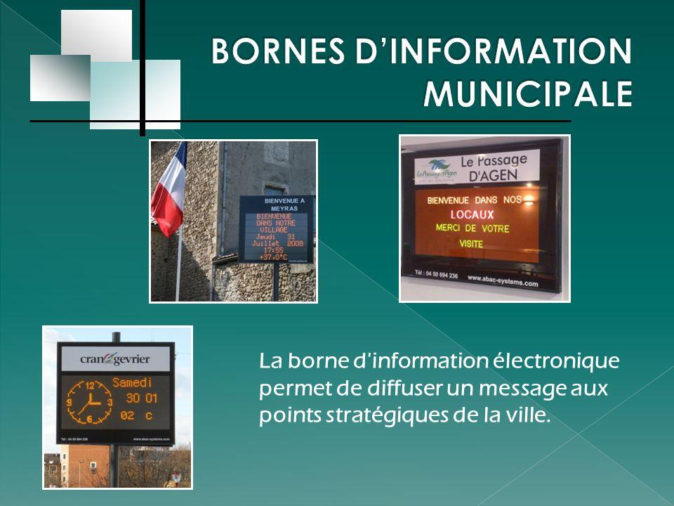 La borne d'information électronique permet de diffuser un message aux points stratégiques de la ville.