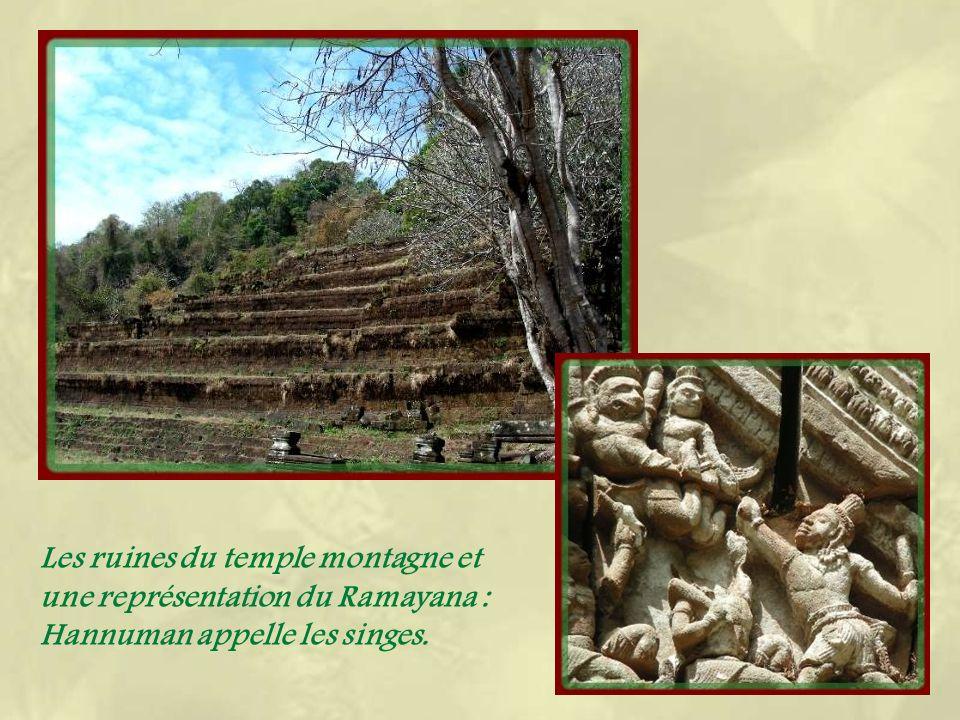 Ci-dessous, ce genre de colonnettes masquant les ouvertures, se retrouvensur tous les temples angkoriens.