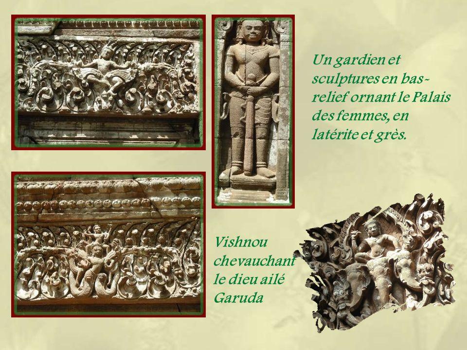 Les ruines du temple montagne et une représentation du Ramayana : Hannuman appelle les singes.