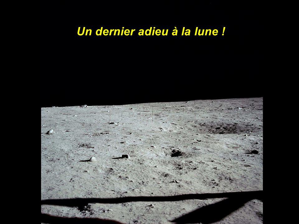 A lintérieur du Module lunaire