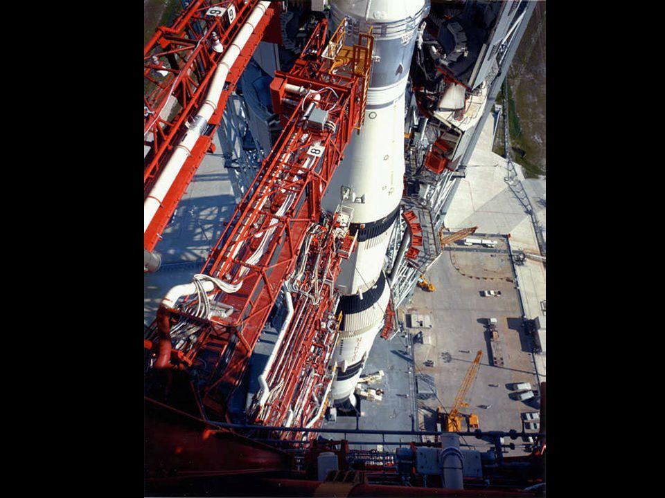 Armstrong pilotera le module lunaire en manuel,et alunira à 7 km du point prévu.