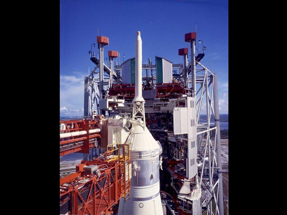 Capture du module lunaire « Eagle » avant linjection en orbite translunaire