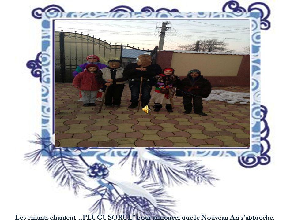 Les enfants chantent,,PLUGUSORUL pour annoncer que le Nouveau An sapproche.