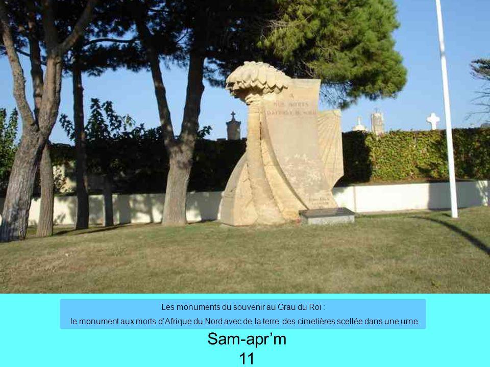 Les monuments du souvenir au Grau du Roi : le monument aux morts dAfrique du Nord avec de la terre des cimetières scellée dans une urne Sam-aprm 11
