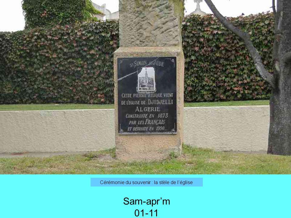 Cérémonie du souvenir : la stèle de léglise Sam-aprm 01-11