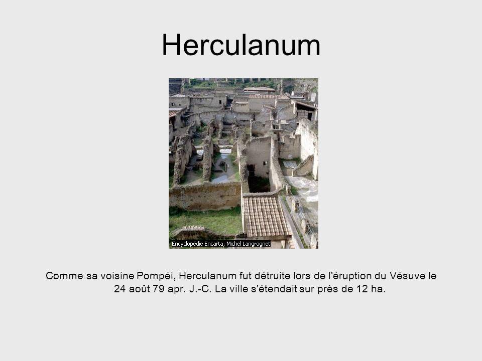 Herculanum Comme sa voisine Pompéi, Herculanum fut détruite lors de l'éruption du Vésuve le 24 août 79 apr. J.-C. La ville s'étendait sur près de 12 h