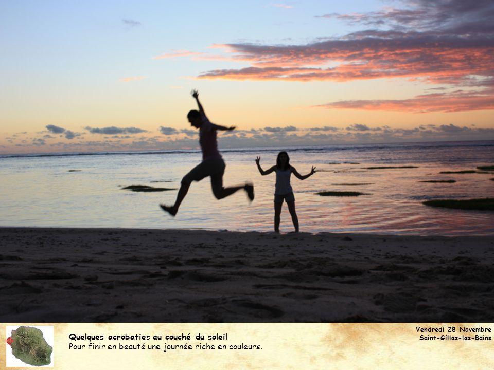 Quelques acrobaties au couché du soleil Pour finir en beauté une journée riche en couleurs. Vendredi 28 Novembre Saint-Gilles-les-Bains