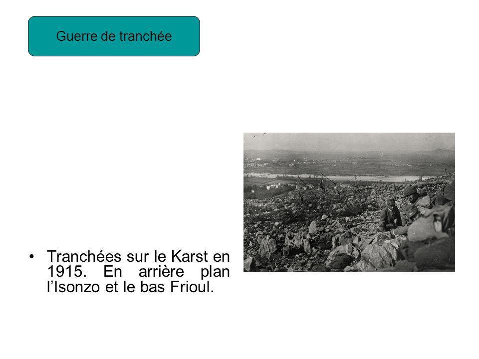 Tranchées sur le Karst en 1915. En arrière plan lIsonzo et le bas Frioul. Guerre de tranchée
