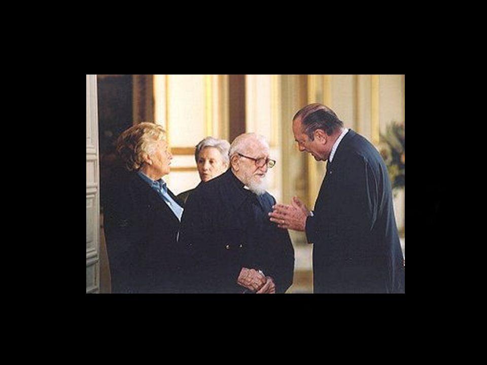 2001 REMISE DES INSIGNES DE GRAND OFFICIER DE LA LÉGION D HONNEUR PAR LE PRÉSIDENT DE LA RÉPUBLIQUE 2004 ELEVÉ À LA DIGNITÉ DE GRAND CROIX DE LA LÉGION D HONNEUR APR LE PRÉSIDENT DE LA RÉPUBLIQUE.