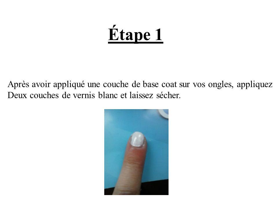 Étape 1 Après avoir appliqué une couche de base coat sur vos ongles, appliquez Deux couches de vernis blanc et laissez sécher.