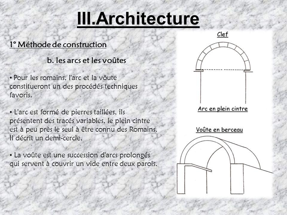 III. Architecture 1.Méthodes de Construction a. Les Matériaux La pierre calcaire est généralement taillée de façon irrégulière et grossière : opus sil