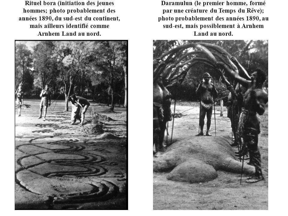 Rituel bora (initiation des jeunes hommes; photo probablement des années 1890, du sud-est du continent, mais ailleurs identifié comme Arnhem Land au n