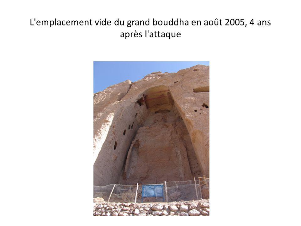 L'emplacement vide du grand bouddha en août 2005, 4 ans après l'attaque