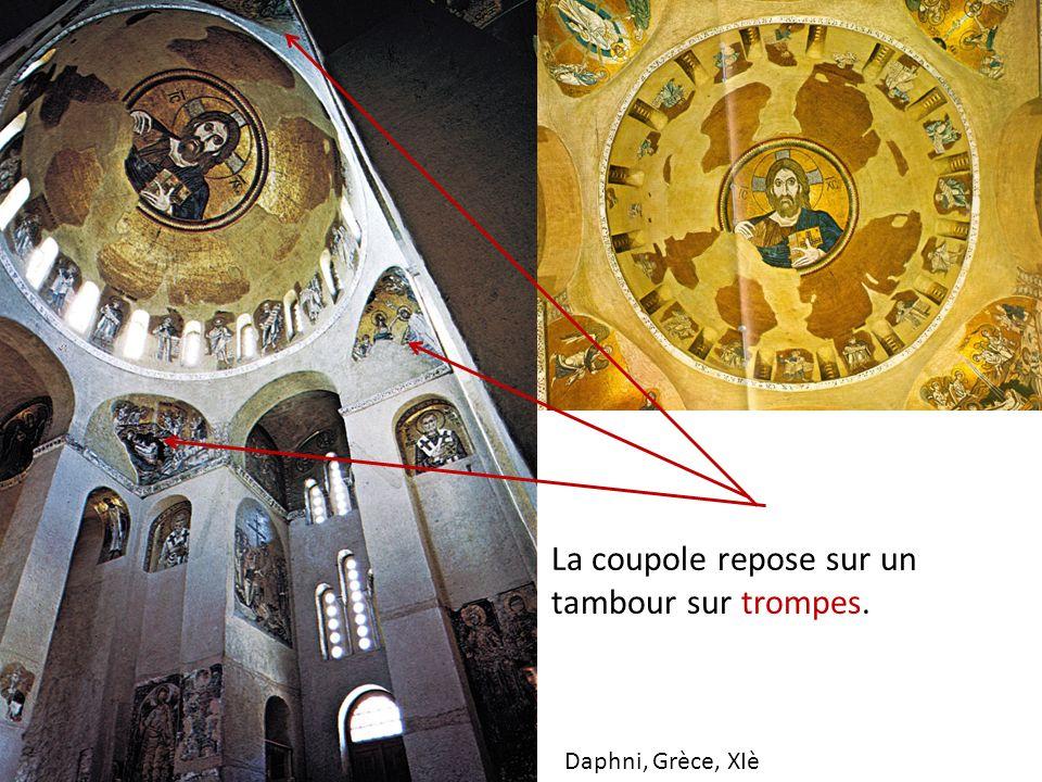 Daphni, Grèce, XIè La coupole repose sur un tambour sur trompes.