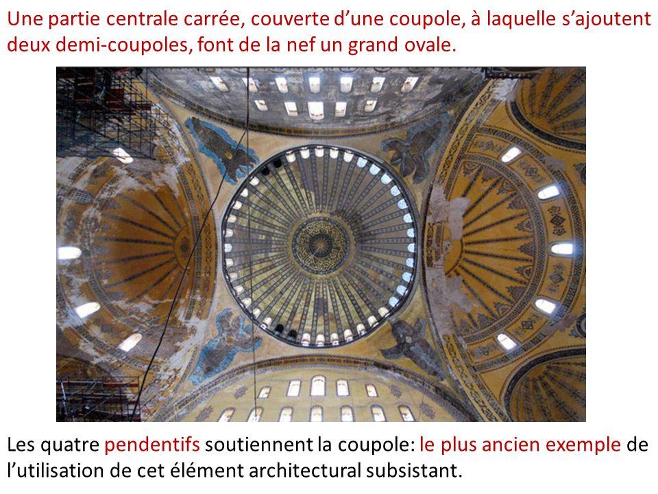 Le développement de la peinture religieuse byzantine est gravement atteint : une simple croix, œuvre iconoclaste, remplace une mosaïque originelle dans labside de lÉglise Sainte Irène, Istanbul, (après 750).