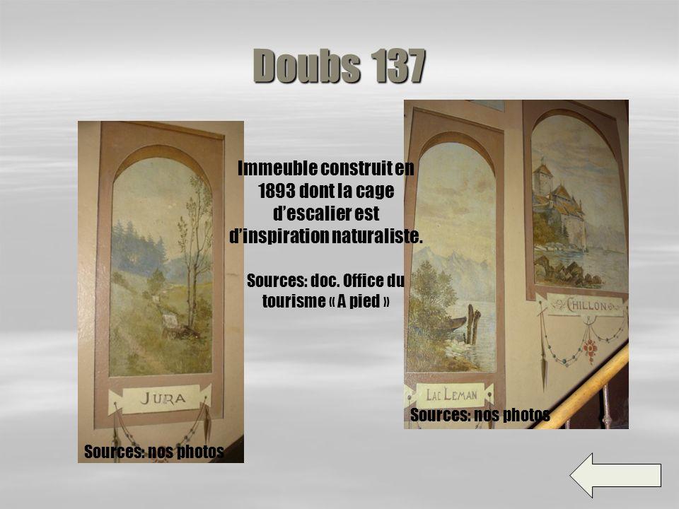 Doubs 153 Massif construit en 1911, sa cage descalier est peinte en faux marbre. Sources: doc. Office du tourisme « A pied » Sources: nos photos