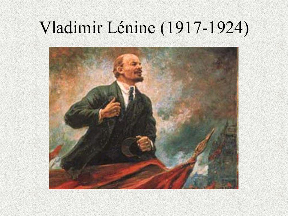 LUnion Soviétique Le 25 octobre (7 novembre) 1917 le parti Bolchévik saisit le pouvoir dans un coup détat.
