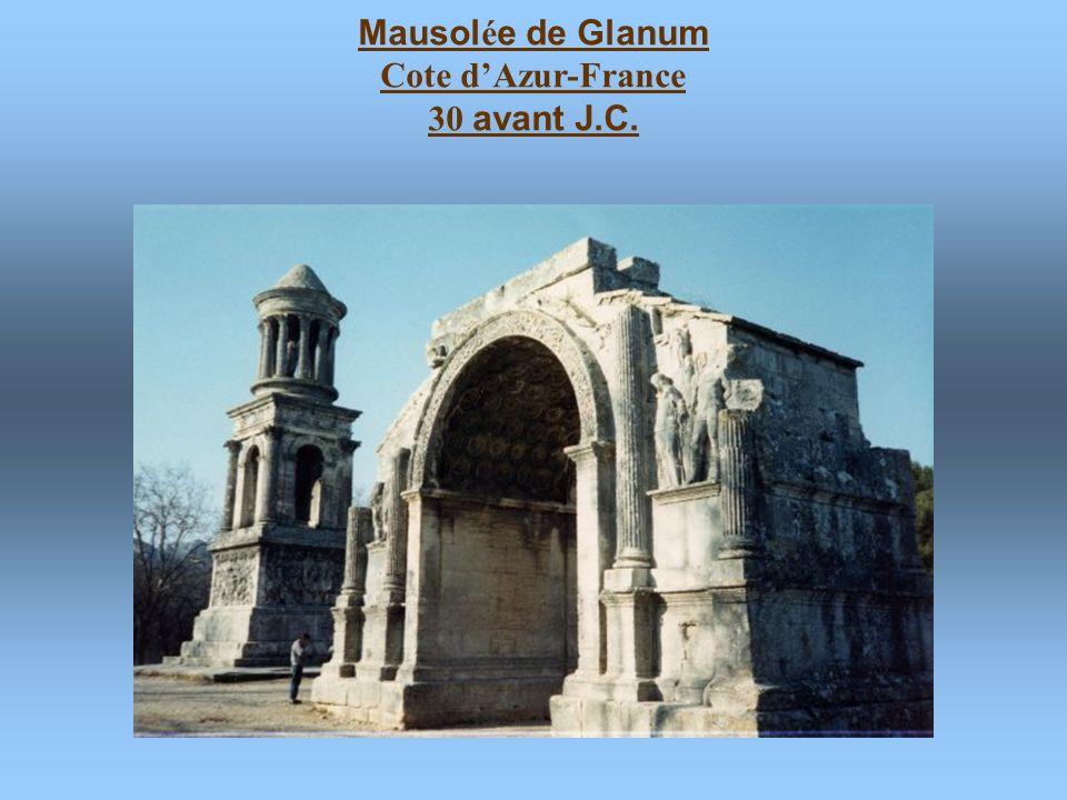 Temple de Saturne, Forum Romanum, Rome. Pi è ce tomb é e. 42 avant J.C. en ruines