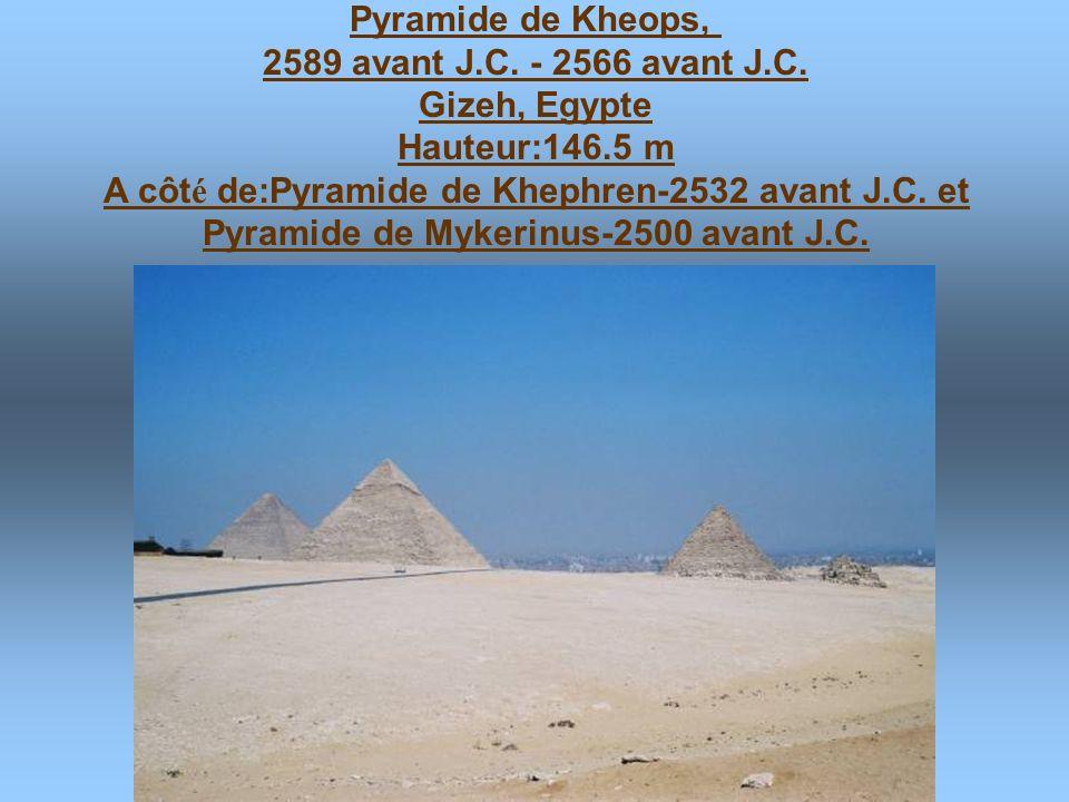 Pyramide de Djoser à Saqqara,Egypte, 2650 avant J.C. Hauteur:61 m