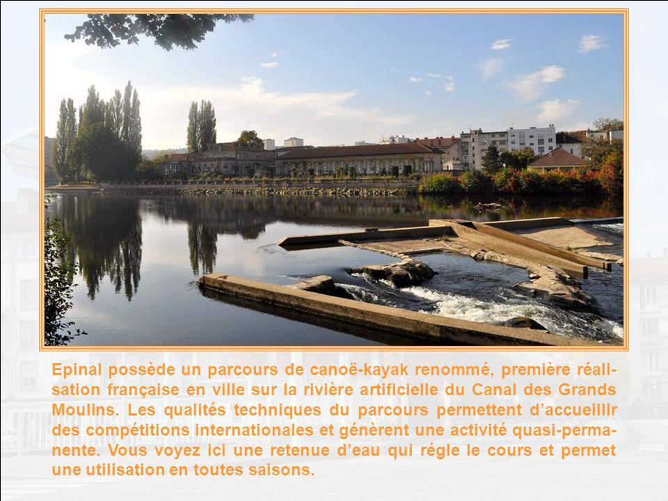 Enfin… Jexagère un peu .Car la Vieille ville possède aussi ses remparts et son vieux château.