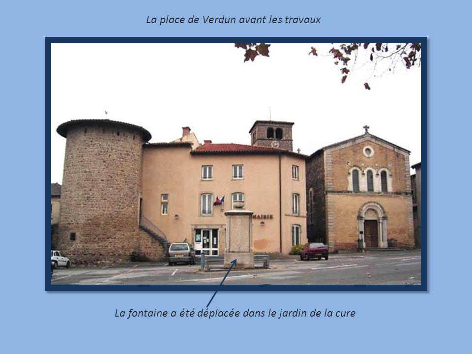 La place de Verdun avant les travaux La fontaine a été déplacée dans le jardin de la cure
