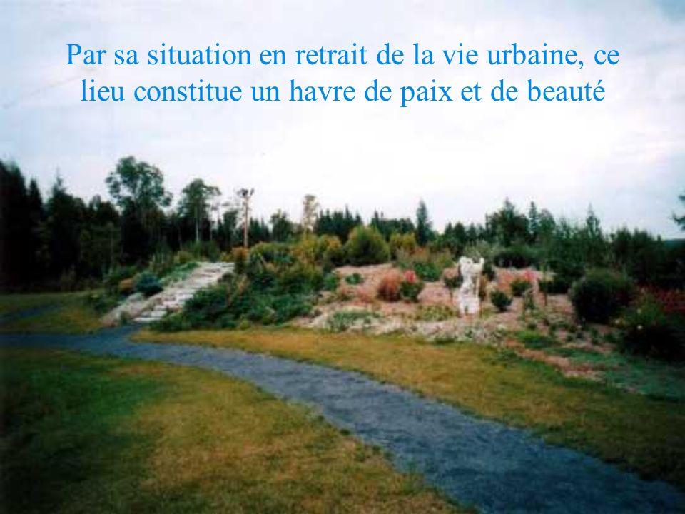 Par sa situation en retrait de la vie urbaine, ce lieu constitue un havre de paix et de beauté
