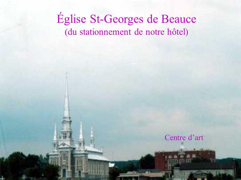 Église St-Georges de Beauce (du stationnement de notre hôtel) Centre dart
