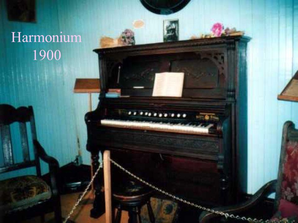 Harmonium 1900