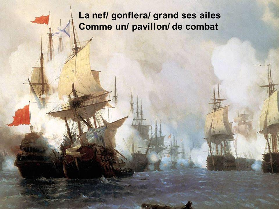 La nef/ gonflera/ grand ses ailes Comme un/ pavillon/ de combat
