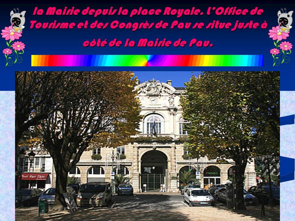 la Mairie depuis la place Royale. LOffice de Tourisme et des Congrès de Pau se situe juste à côté de la Mairie de Pau.
