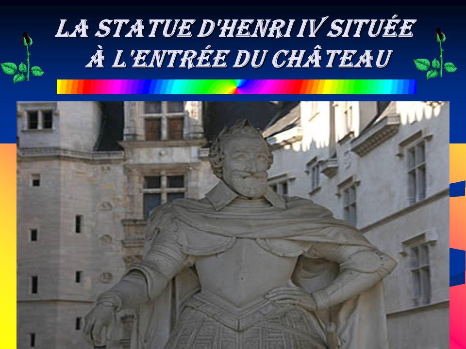 la Statue d'Henri IV située à l'entrée du château