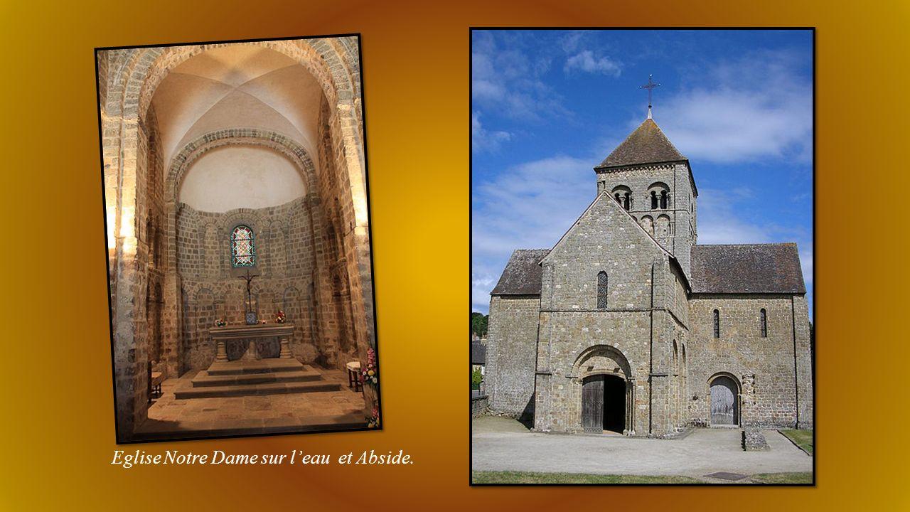 Château et ruines du Donjon (le château est depuis le 11éme siècle propriété des rois Anglo-Normands.) Séjour de Henri II et Richard Cœur de Lion.