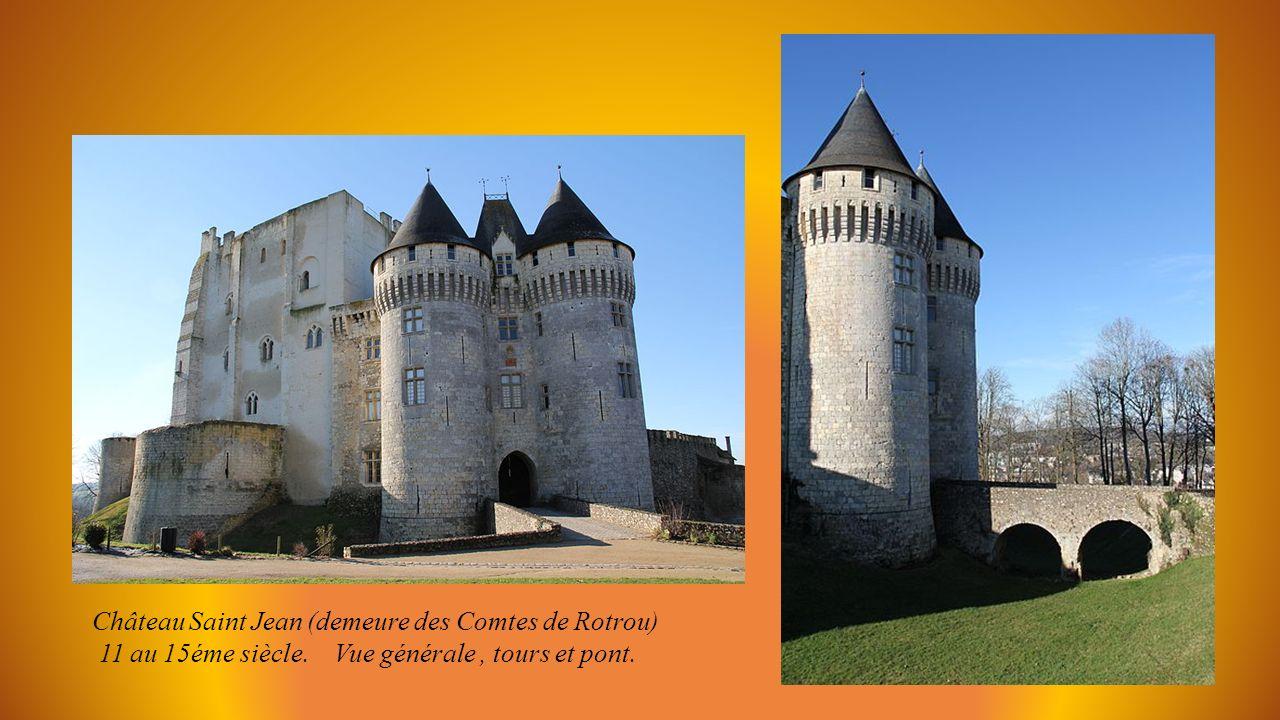 Château Saint Jean (demeure des Comtes de Rotrou) 11 au 15éme siècle. Vue générale, tours et pont.
