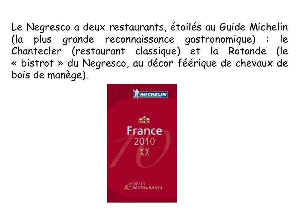 Le Negresco a deux restaurants, étoilés au Guide Michelin (la plus grande reconnaissance gastronomique) : le Chantecler (restaurant classique) et la R