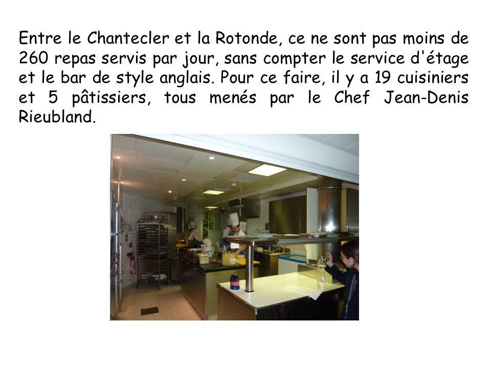 Entre le Chantecler et la Rotonde, ce ne sont pas moins de 260 repas servis par jour, sans compter le service d'étage et le bar de style anglais. Pour