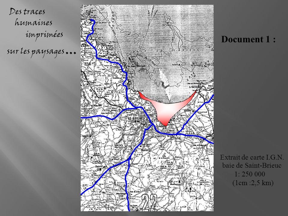 Des traces humaines imprimées sur les paysages... Extrait de carte I.G.N. baie de Saint-Brieuc 1: 250 000 (1cm :2,5 km) Document 1 :