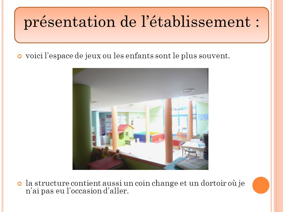 voici lespace de jeux ou les enfants sont le plus souvent. la structure contient aussi un coin change et un dortoir où je nai pas eu loccasion daller.