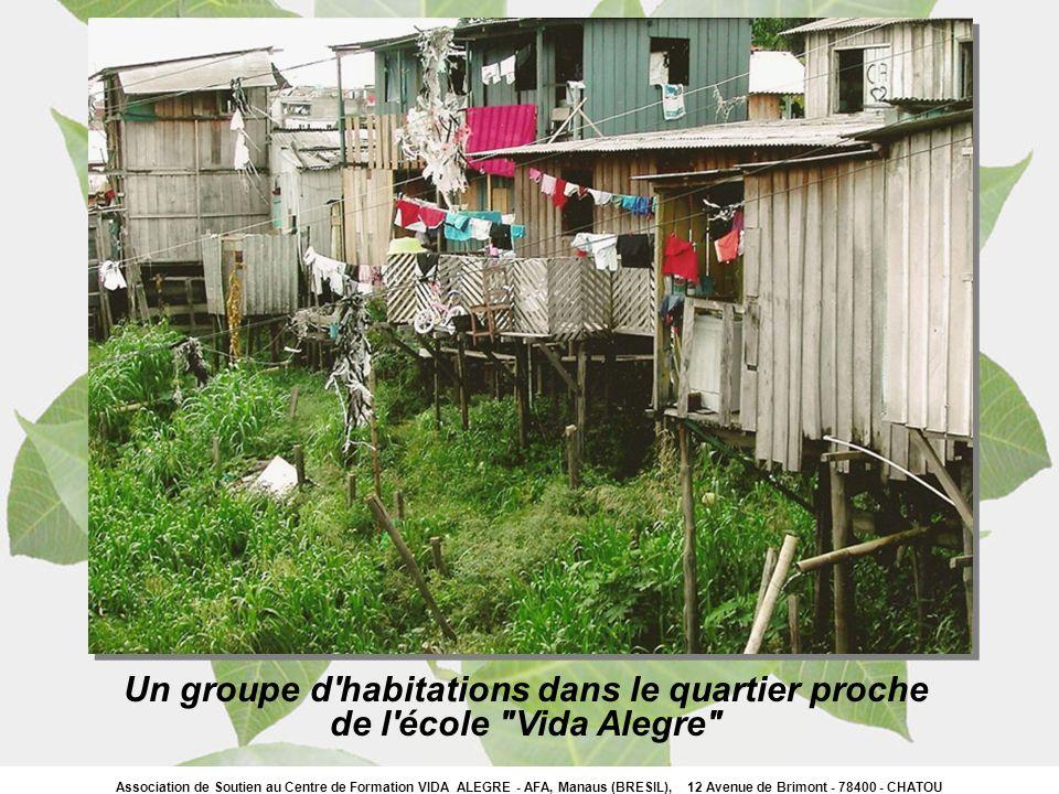 Association de Soutien au Centre de Formation VIDA ALEGRE - AFA, Manaus (BRESIL), 12 Avenue de Brimont - 78400 - CHATOU Une vue intérieure de l école avec les enfants, un jour de fête.
