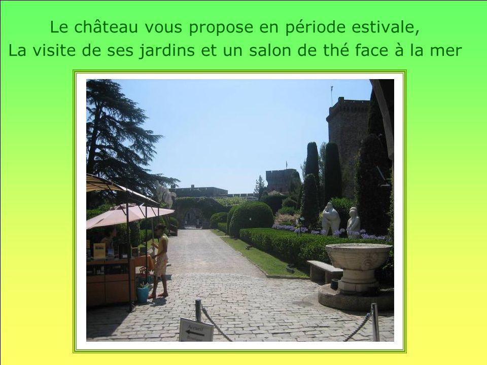 Le château vous propose en période estivale, La visite de ses jardins et un salon de thé face à la mer