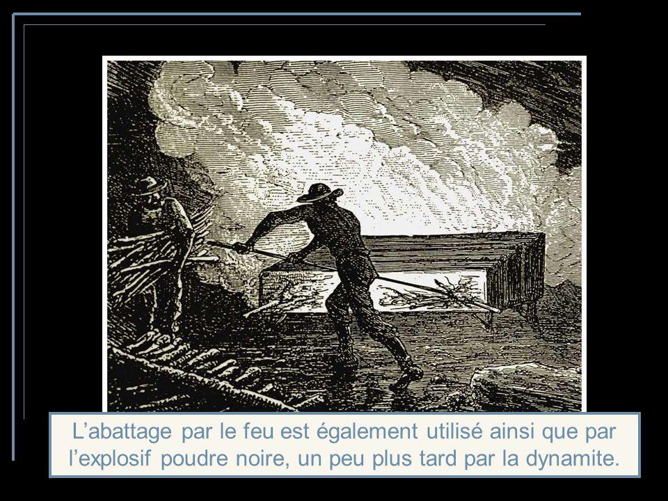 Lextraction se heurte à une roche dure: 2 hommes sur le front de taille avancent de 20 cm par jour, sur 2 m de haut et de large.