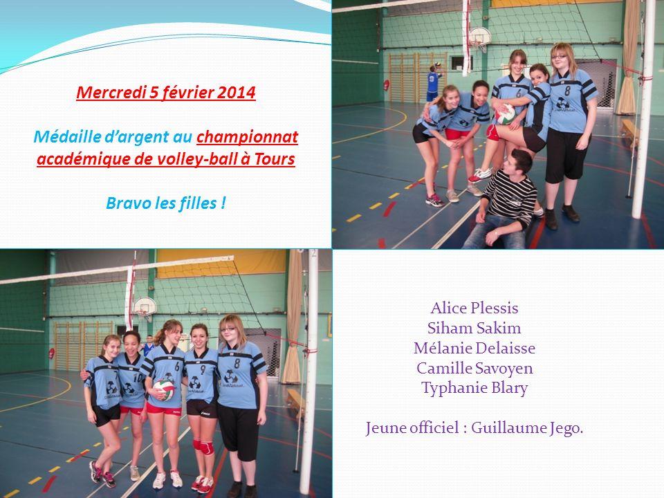 Mercredi 5 février 2014 Médaille dargent au championnat académique de volley-ball à Tours Bravo les filles ! Alice Plessis Siham Sakim Mélanie Delaiss