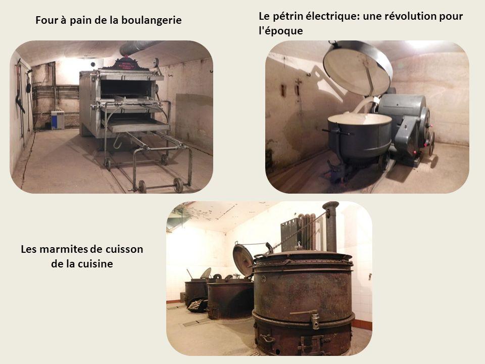 Une chambrée avec des couchettes superposées rabattables. Le système de ventilation de la chambrée.