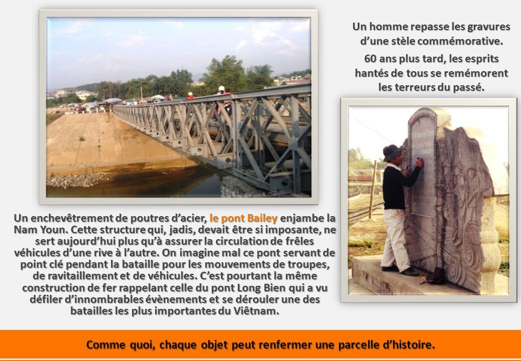 Un enchevêtrement de poutres dacier, le pont Bailey enjambe la Nam Youn.